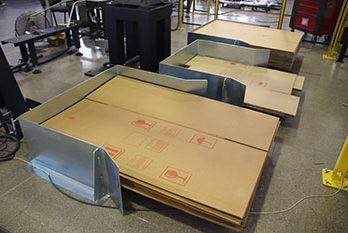 Almacén de cartones de cajas para sistema automatizado de formado de cajas con robot antropomórfico